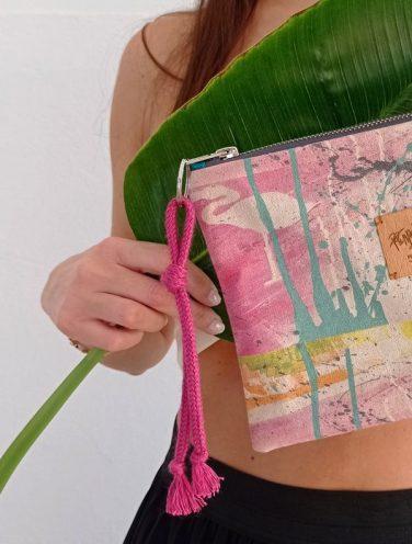 detalle de un lienzo hecho bolso de la colección wildrose, número 4, lazo rosa