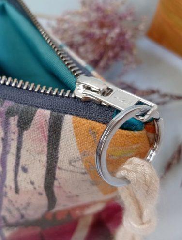 detalle cremallera de un lienzo hecho bolso de la colección wildrose, número 2