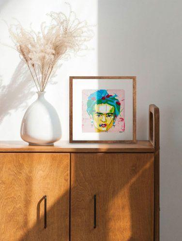 lámina de Frida Kahlo de una manera más abstracta y geométrica con líneas marcadas impreso sobre papel canva 280gr